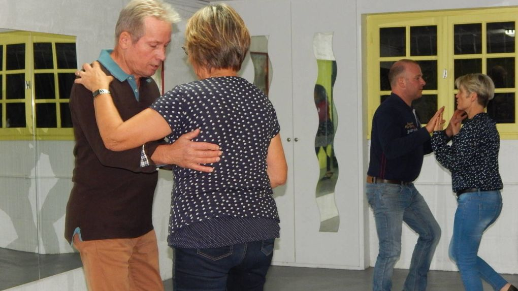 Cours de danse avec des couples